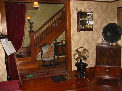 Restored parlour with 1910 Edison phonograph