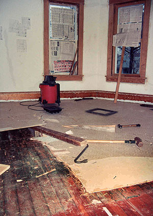Rear parlour - removing the linoleum flooring