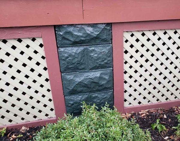 lattice attached to pier