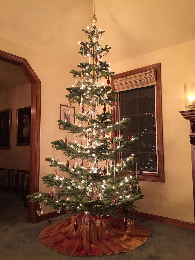 Old Fashioned Christmas Tree - 1940\'s style - OldHouseGuy Blog