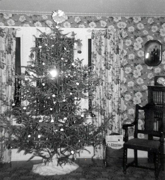 old fashioned christmas tree - 1940s Christmas Decorations